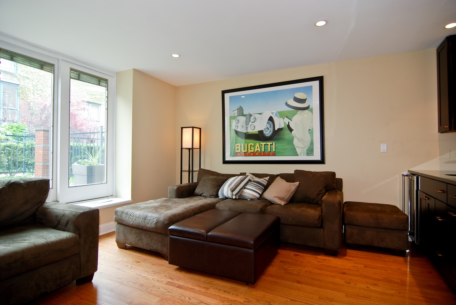Real Estate Photography - 1416 S Federal, Unit D, Chicago, IL, 60605 - Family Room