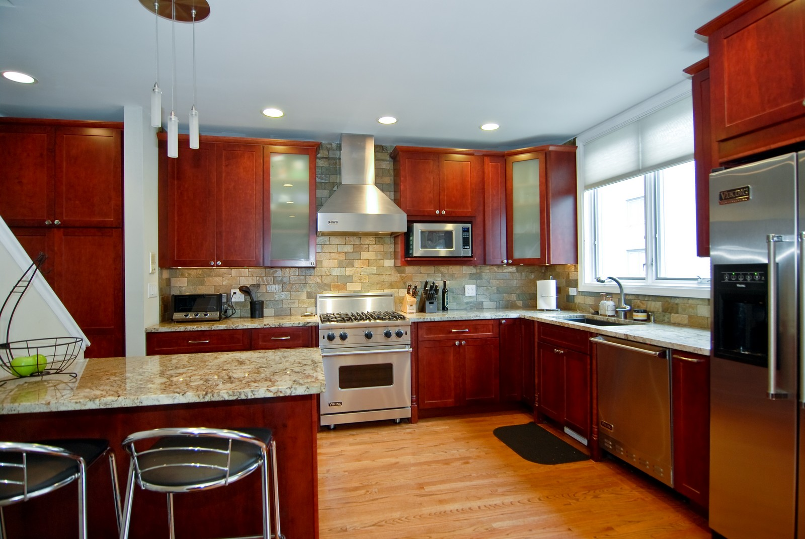 Real Estate Photography - 1416 S Federal, Unit D, Chicago, IL, 60605 - Kitchen