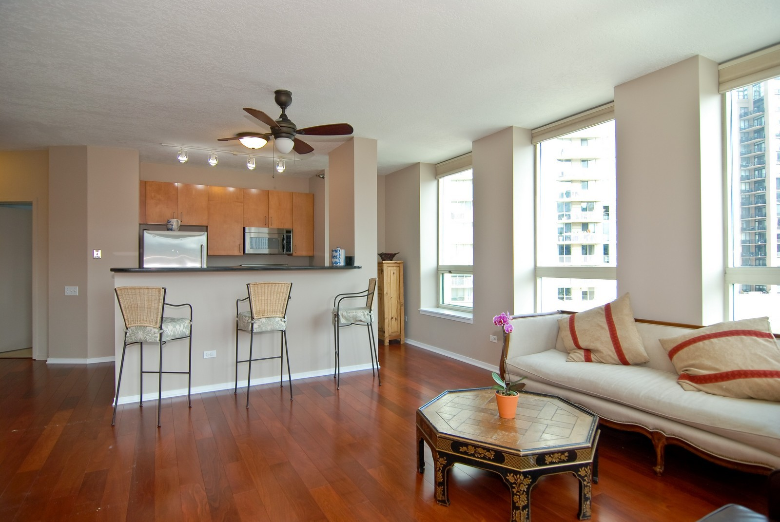 Real Estate Photography - 600 N Kingsbury, Unit 903, Chicago, IL, 60654 - Living Room