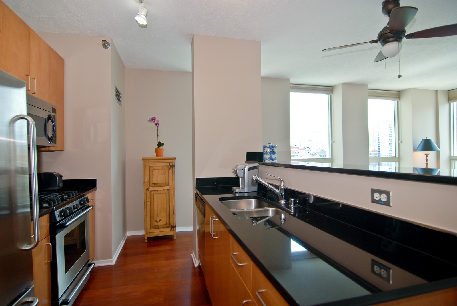 Real Estate Photography - 600 N Kingsbury, Unit 903, Chicago, IL, 60654 - Kitchen