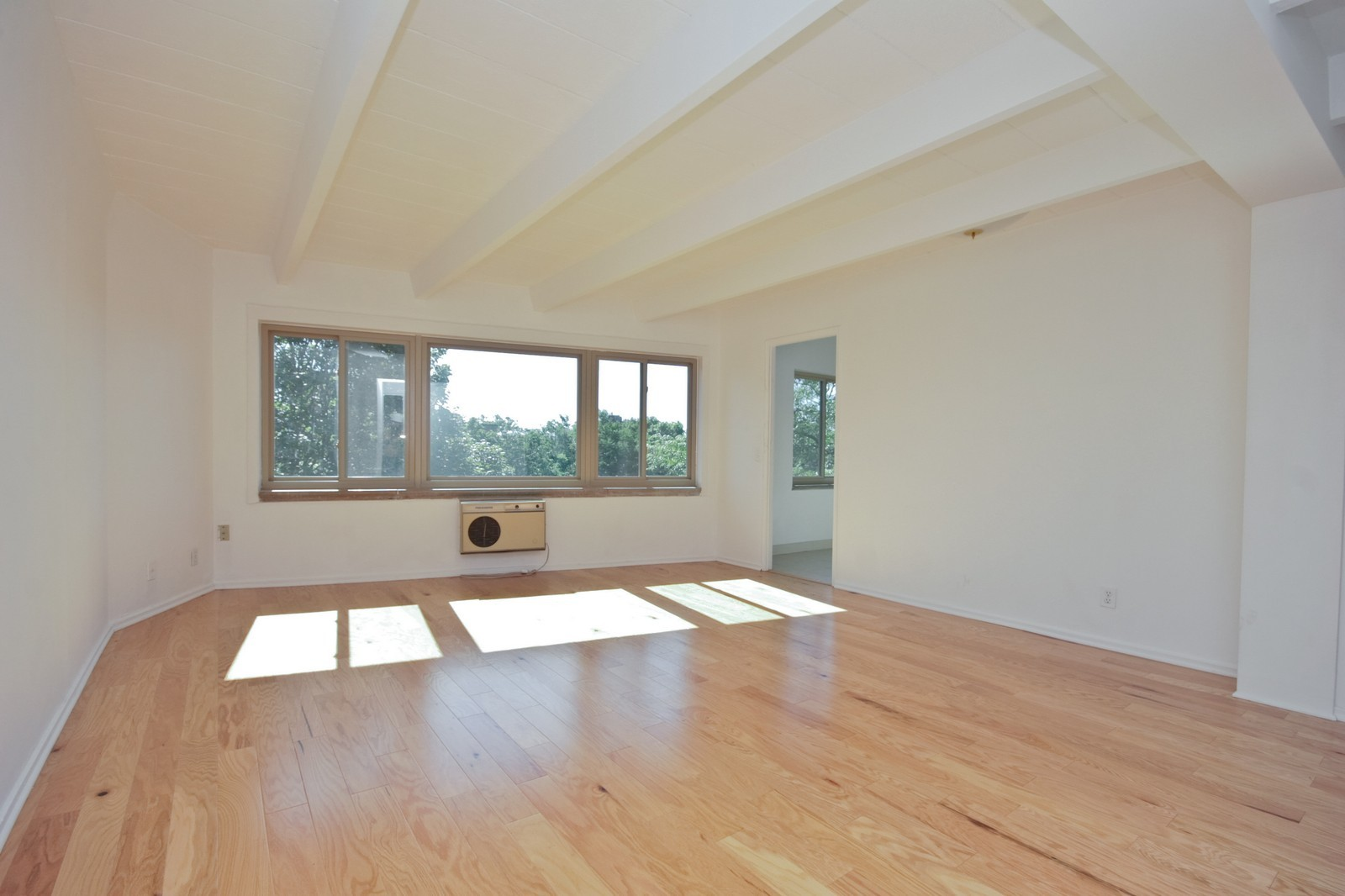 Real Estate Photography - 1908 W Hood Ave, Unit 5D, Chicago, IL, 60660 - Living Room