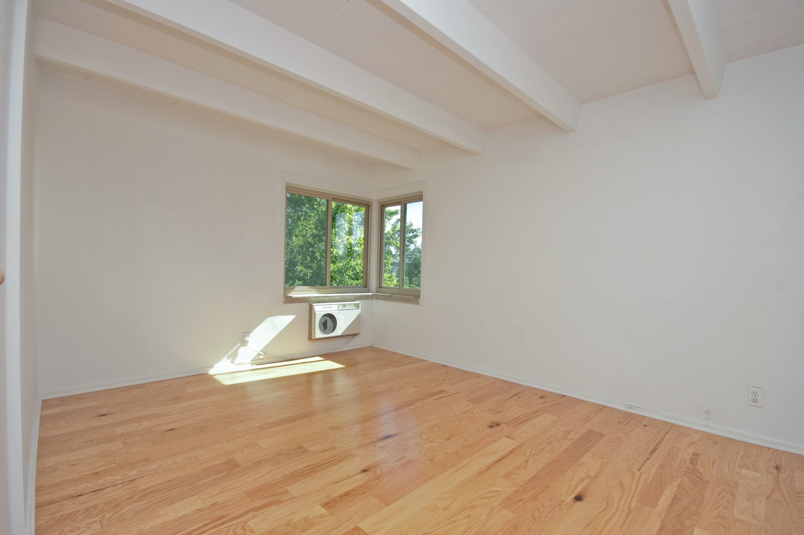 Real Estate Photography - 1908 W Hood Ave, Unit 5D, Chicago, IL, 60660 - Master Bedroom
