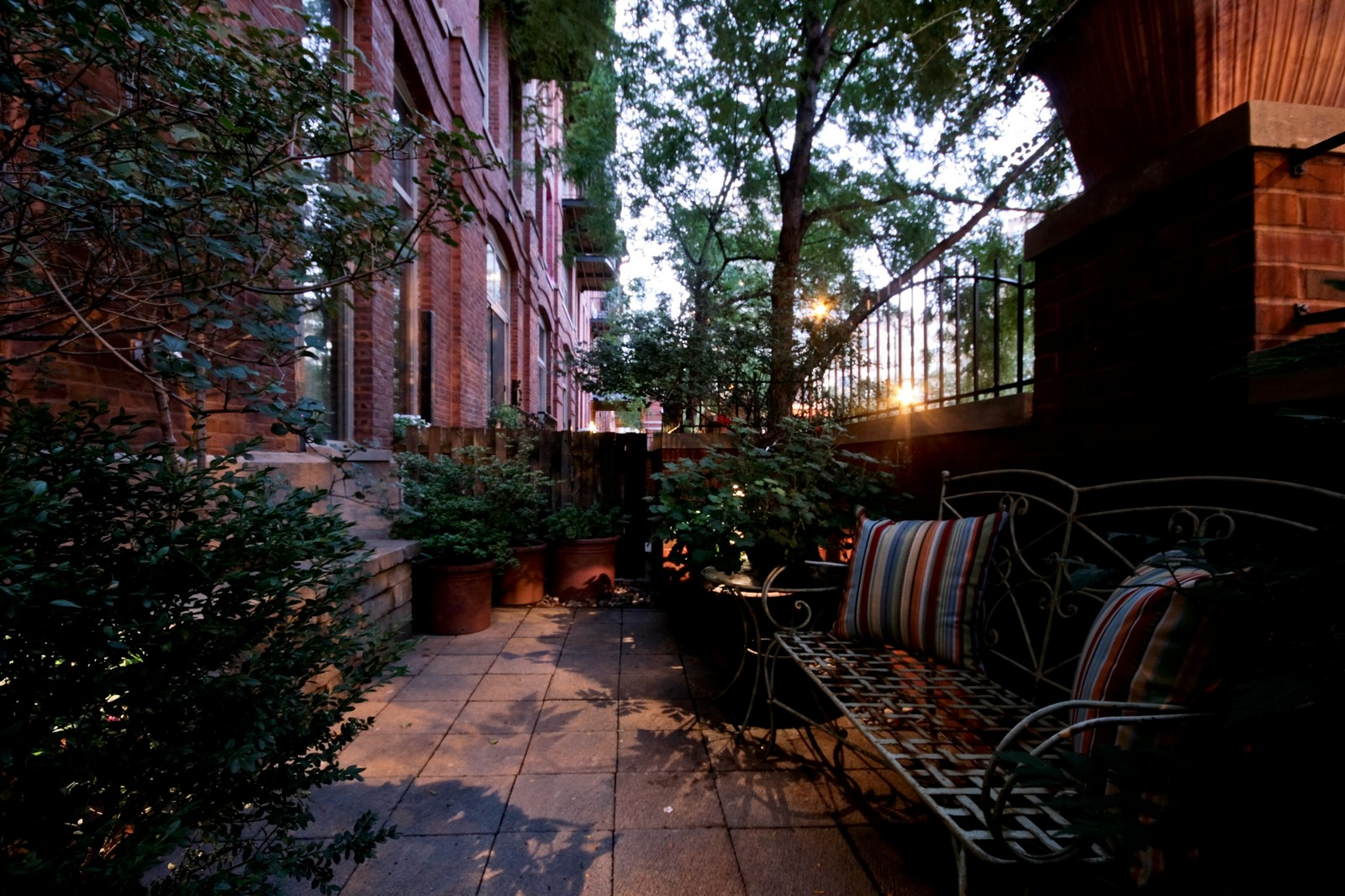 Real Estate Photography - 550 N Kingsburg, Unit 112, Chicago, IL, 60654 - Location 1