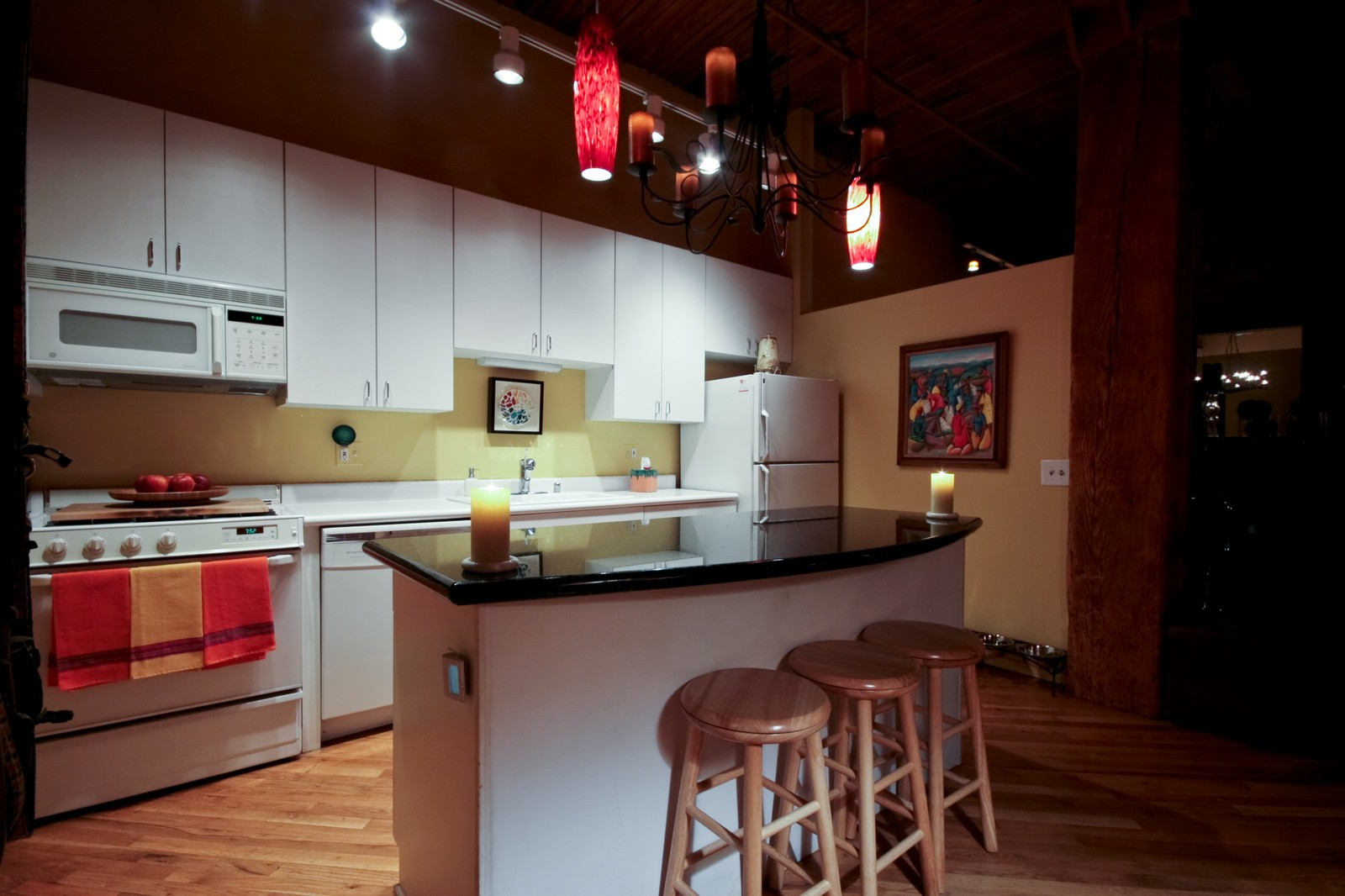Real Estate Photography - 550 N Kingsburg, Unit 112, Chicago, IL, 60654 - Kitchen