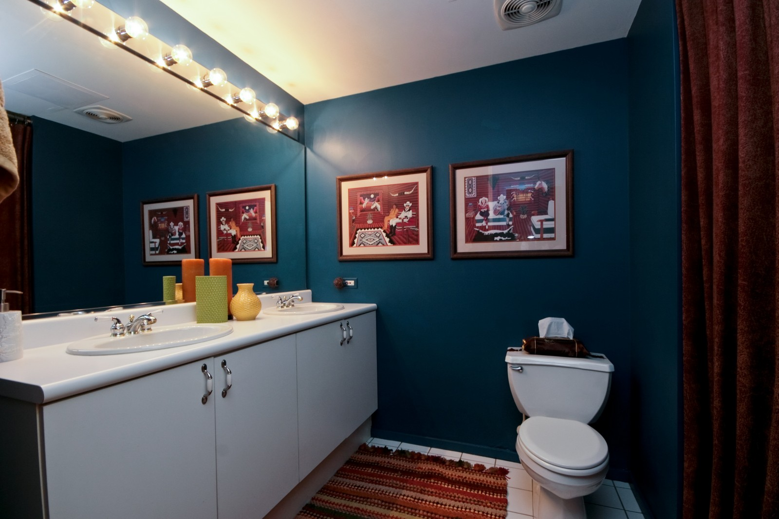Real Estate Photography - 550 N Kingsburg, Unit 112, Chicago, IL, 60654 - Bathroom
