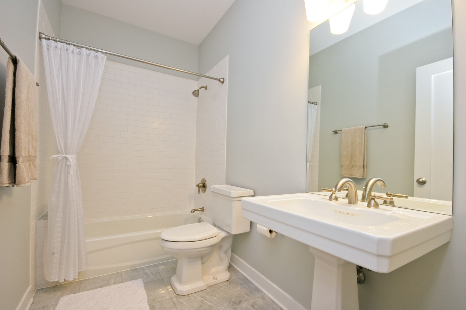 Real Estate Photography - 3028 W Roscoe, Unit 305, Chicago, IL, 60618 - Bathroom