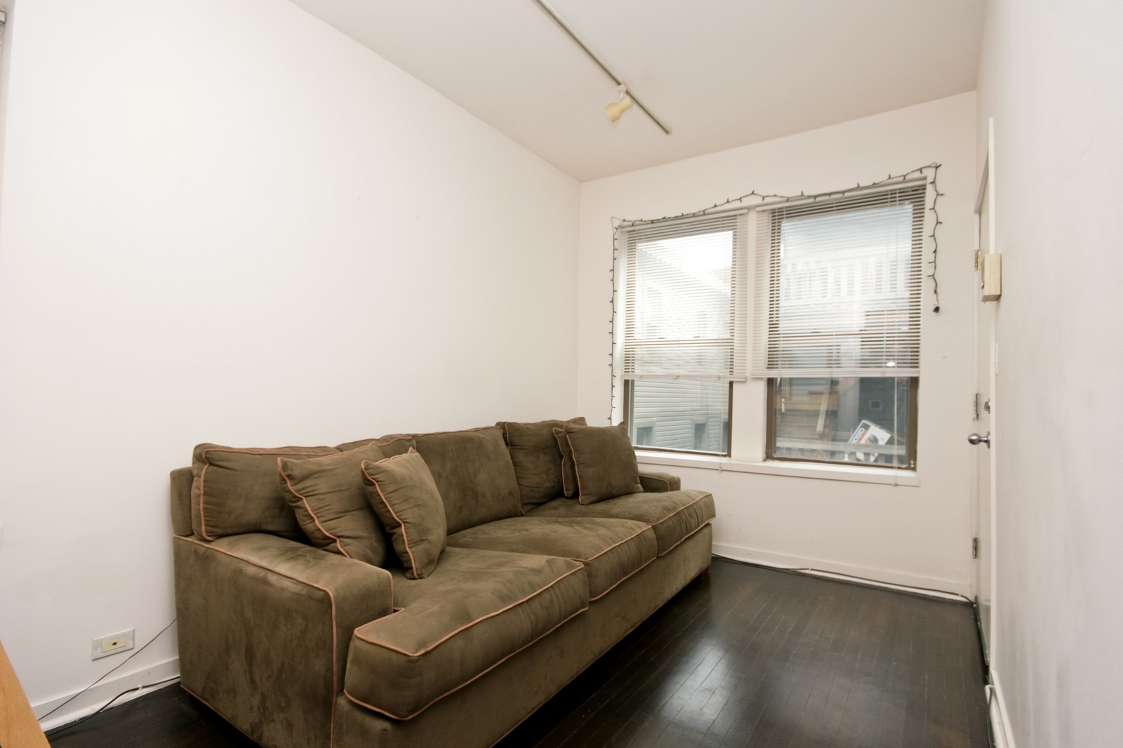 Real Estate Photography - 464 N Aberdeen, Unit 2R, Chicago, IL, 60610 - Living Room