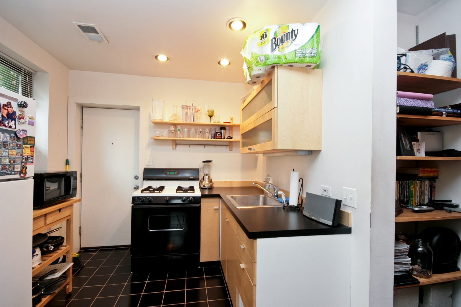 Real Estate Photography - 464 N Aberdeen, Unit 2R, Chicago, IL, 60610 - Kitchen