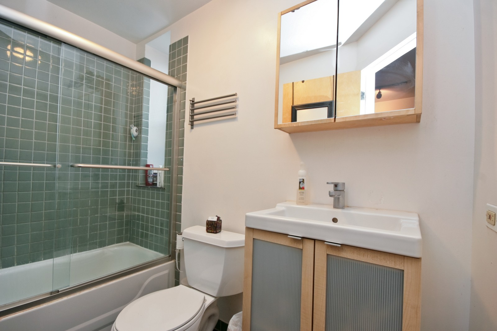 Real Estate Photography - 464 N Aberdeen, Unit 2R, Chicago, IL, 60610 - Bathroom