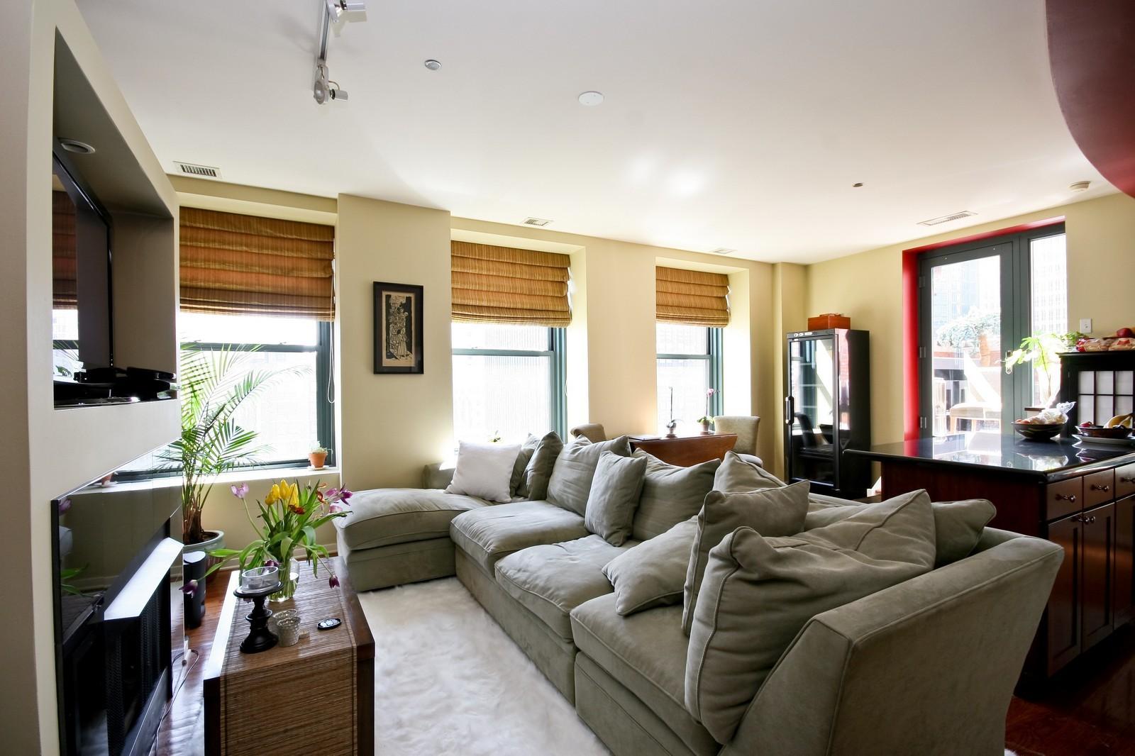 Real Estate Photography - 208 W Washington, Unit 2207, Chicago, IL, 60606 - Living Room