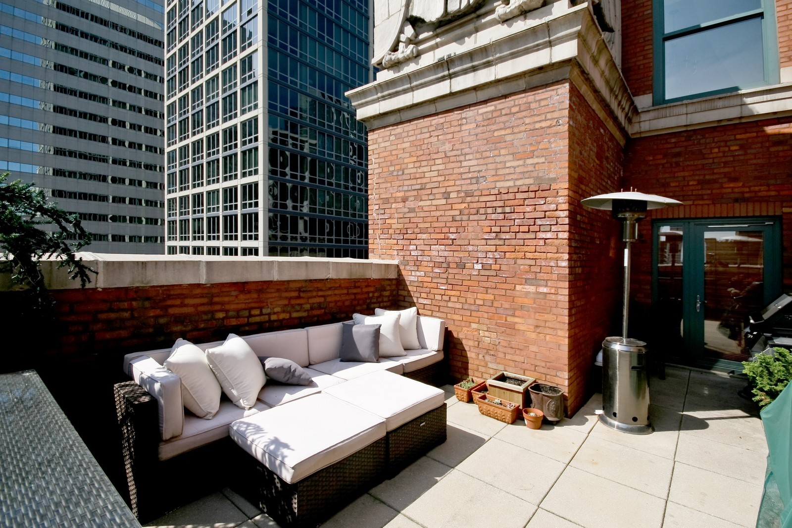 Real Estate Photography - 208 W Washington, Unit 2207, Chicago, IL, 60606 - Deck