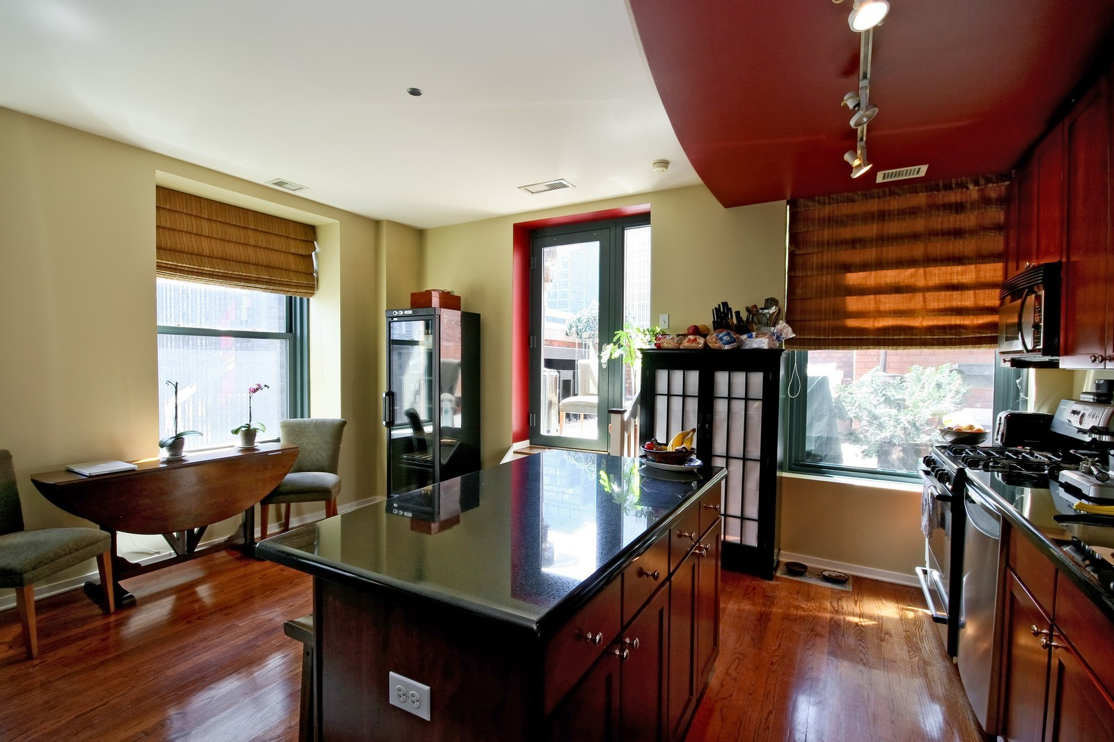 Real Estate Photography - 208 W Washington, Unit 2207, Chicago, IL, 60606 - Kitchen