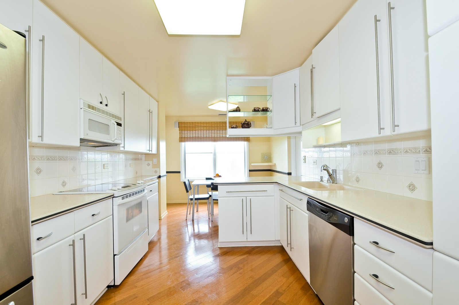 Real Estate Photography - 4545 Touhy, Unit 516, Lincolnwood, IL, 60712 - Kitchen