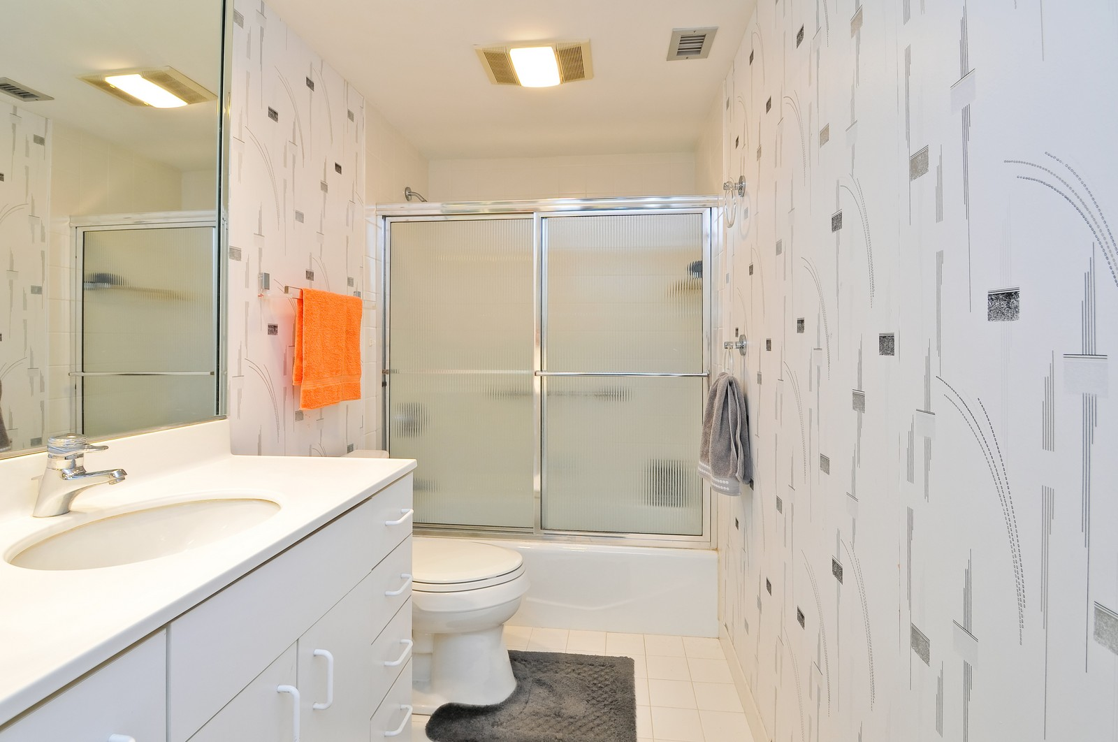 Real Estate Photography - 4545 Touhy, Unit 516, Lincolnwood, IL, 60712 - 2nd Bathroom