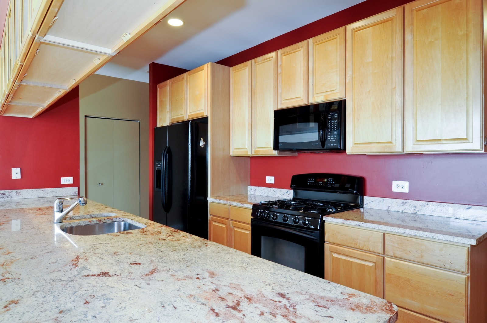 Real Estate Photography - 2317 W Wolfram, Unit 514, Chicago, IL, 60618 - Kitchen