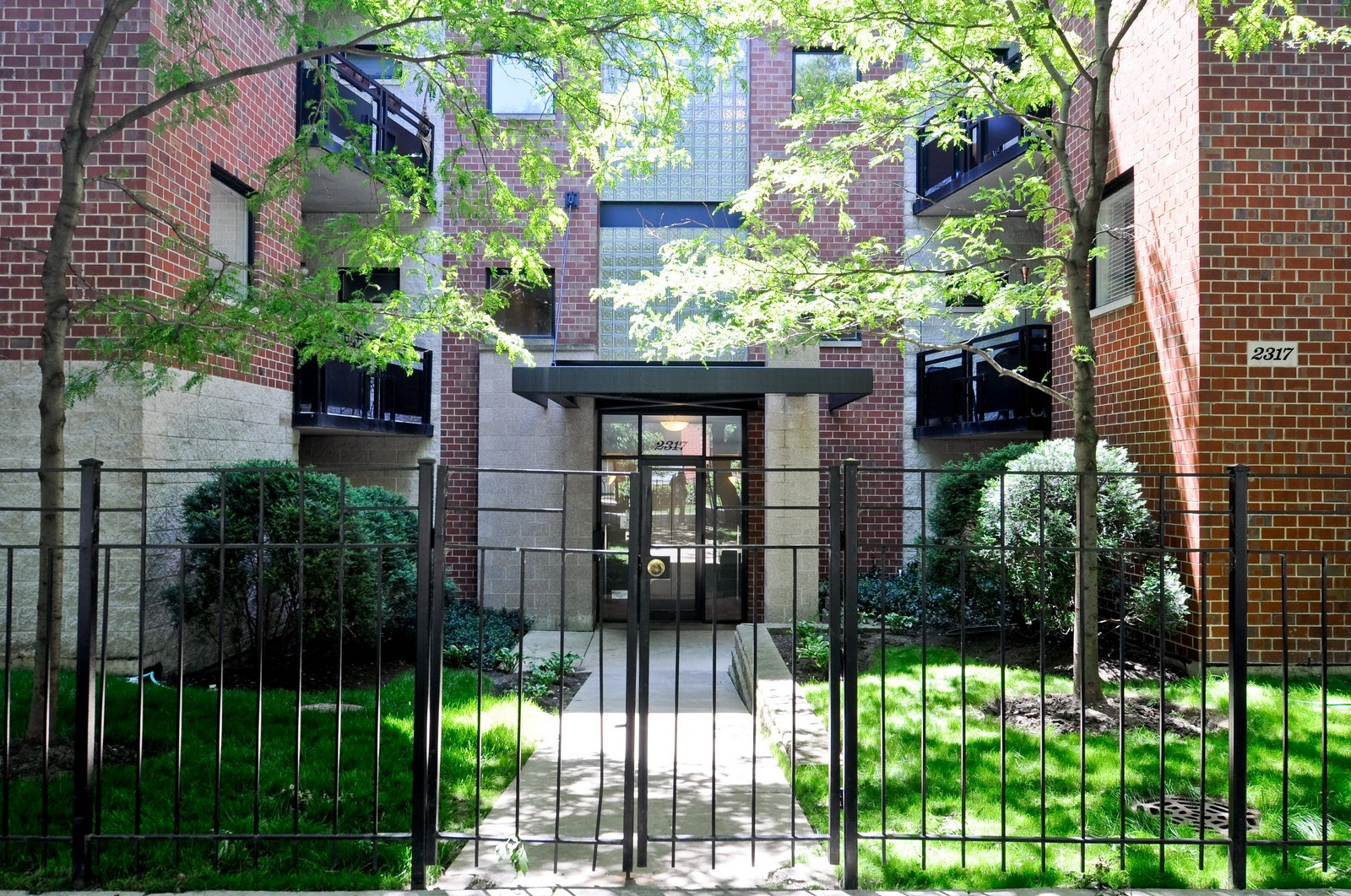 Real Estate Photography - 2317 W Wolfram, Unit 514, Chicago, IL, 60618 - Front View