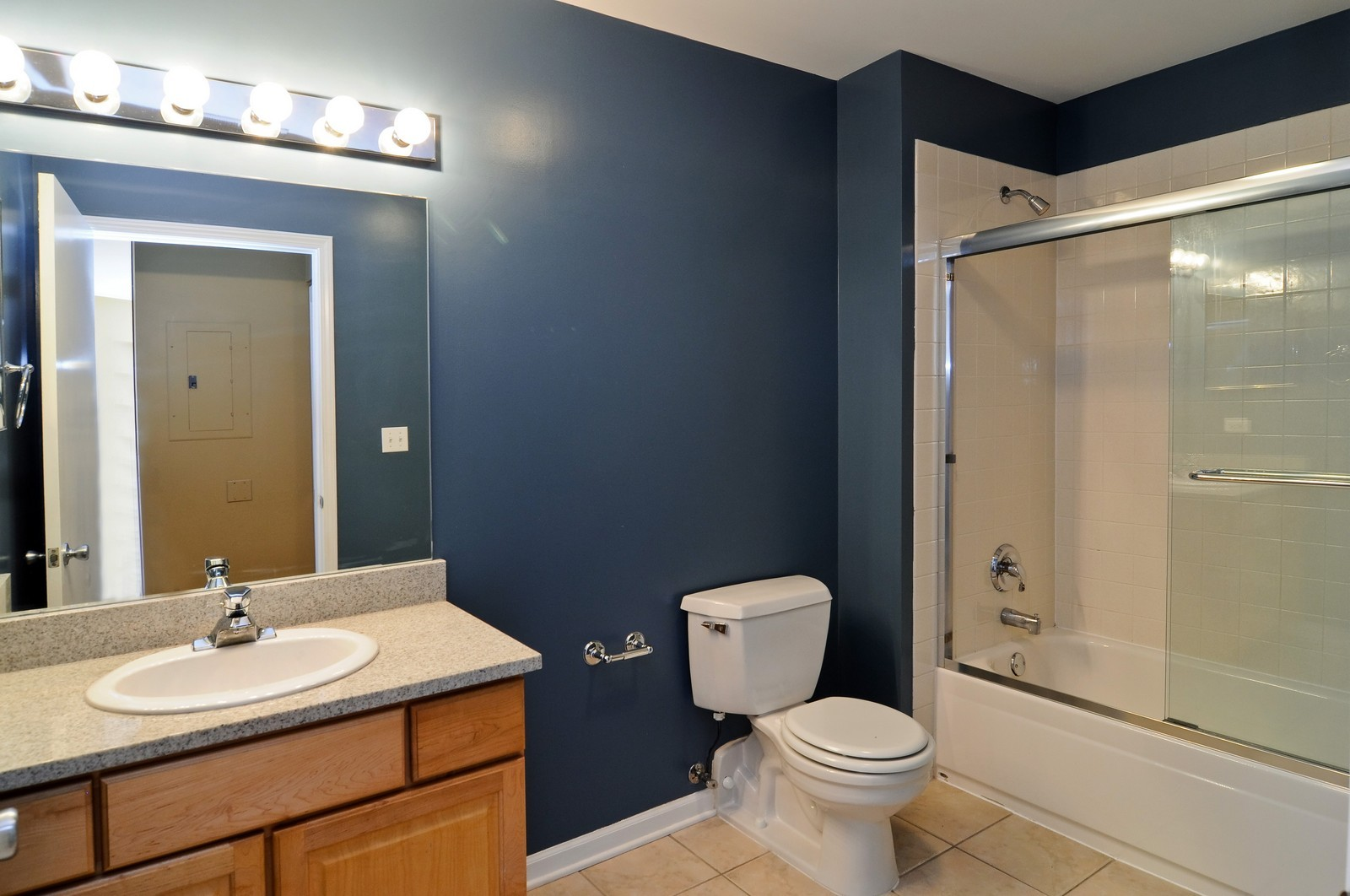 Real Estate Photography - 2317 W Wolfram, Unit 514, Chicago, IL, 60618 - Bathroom