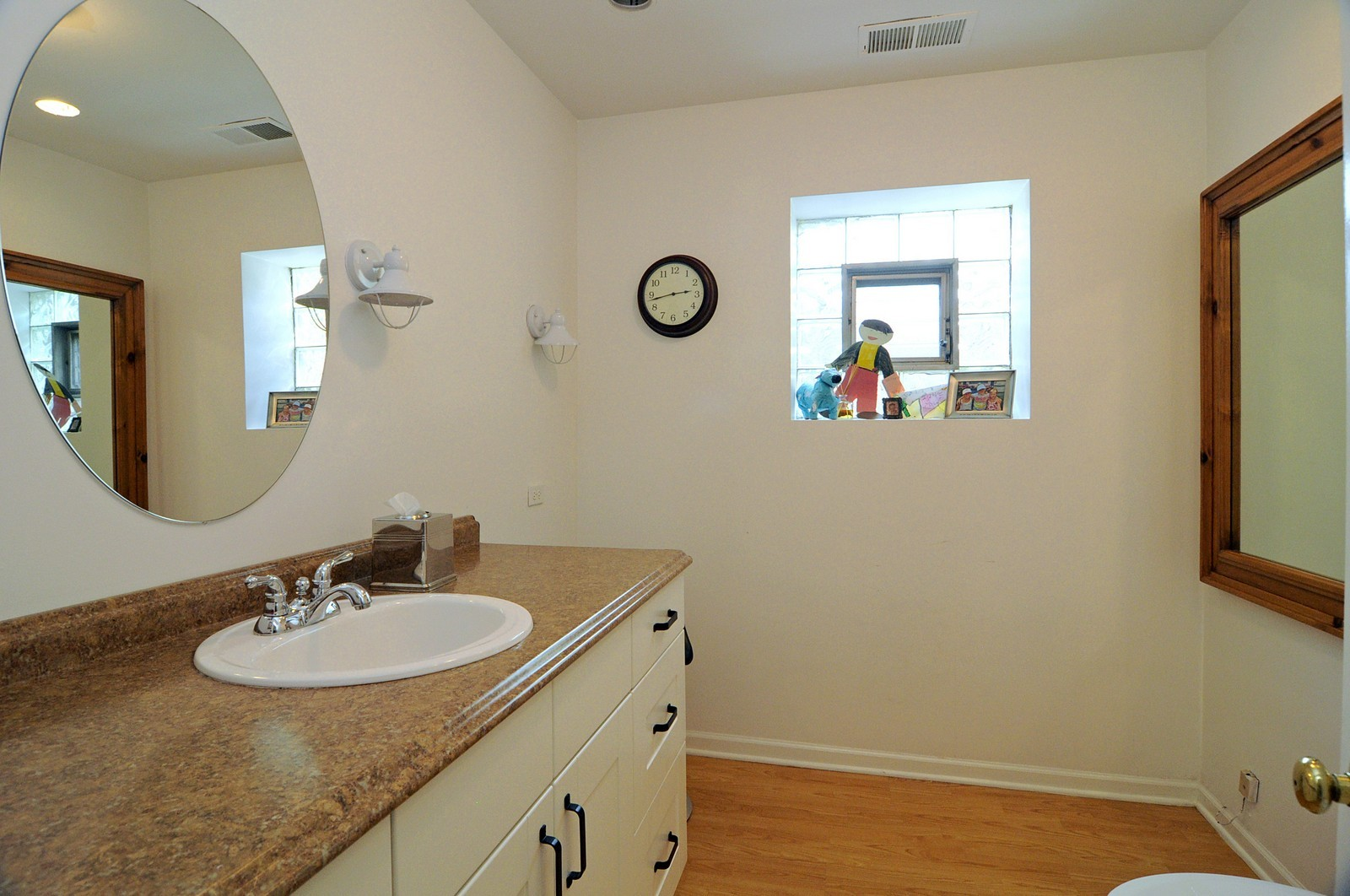 Real Estate Photography - 2030 N Orleans, Chicago, IL, 60614 - Bathroom