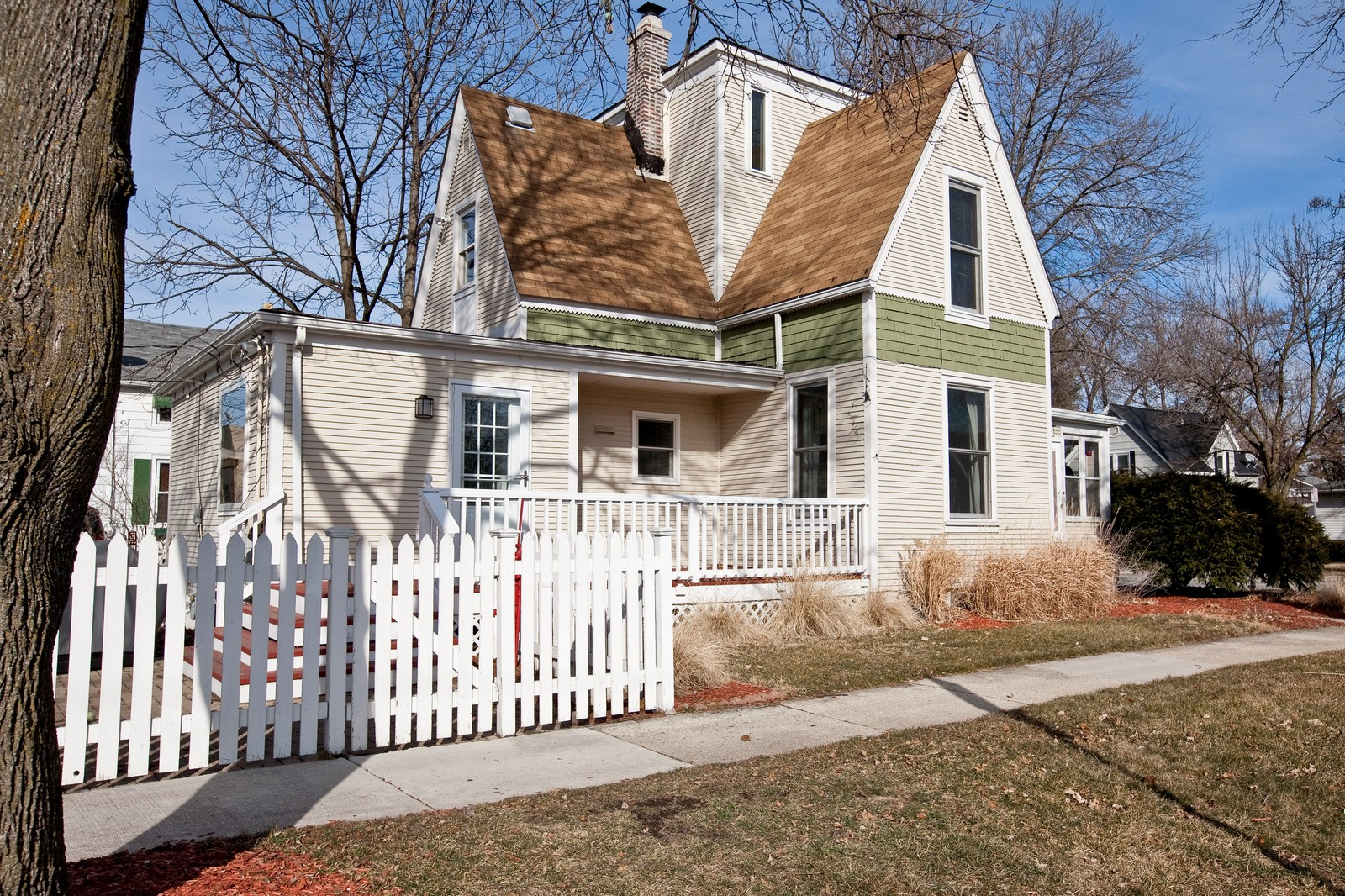 Real Estate Photography - 4540 Main St, Downers Grove, IL, 60515 - Front View