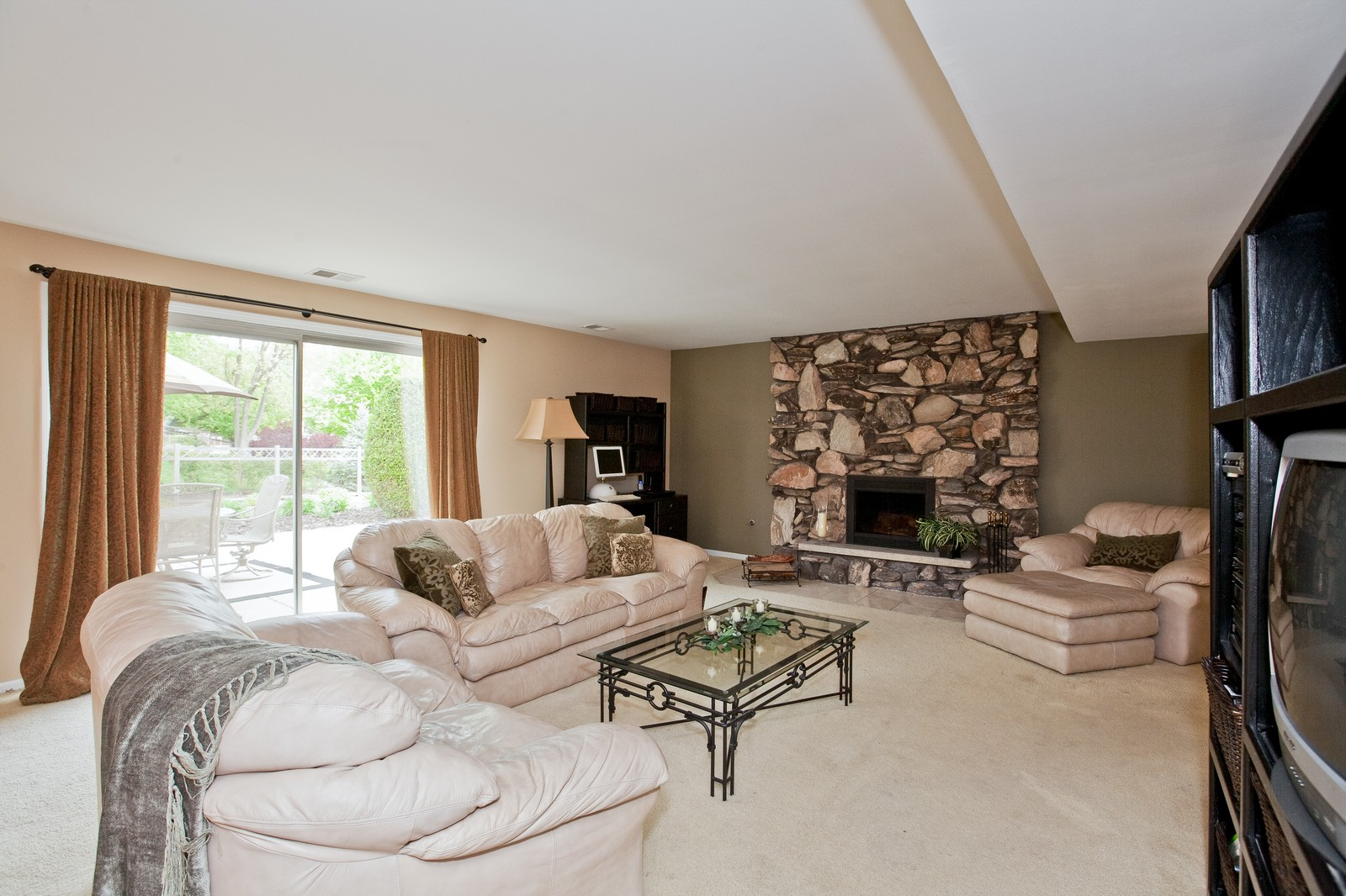 Real Estate Photography - 16W648 90th Street, Willowbrook, IL, 60527 - Family Room