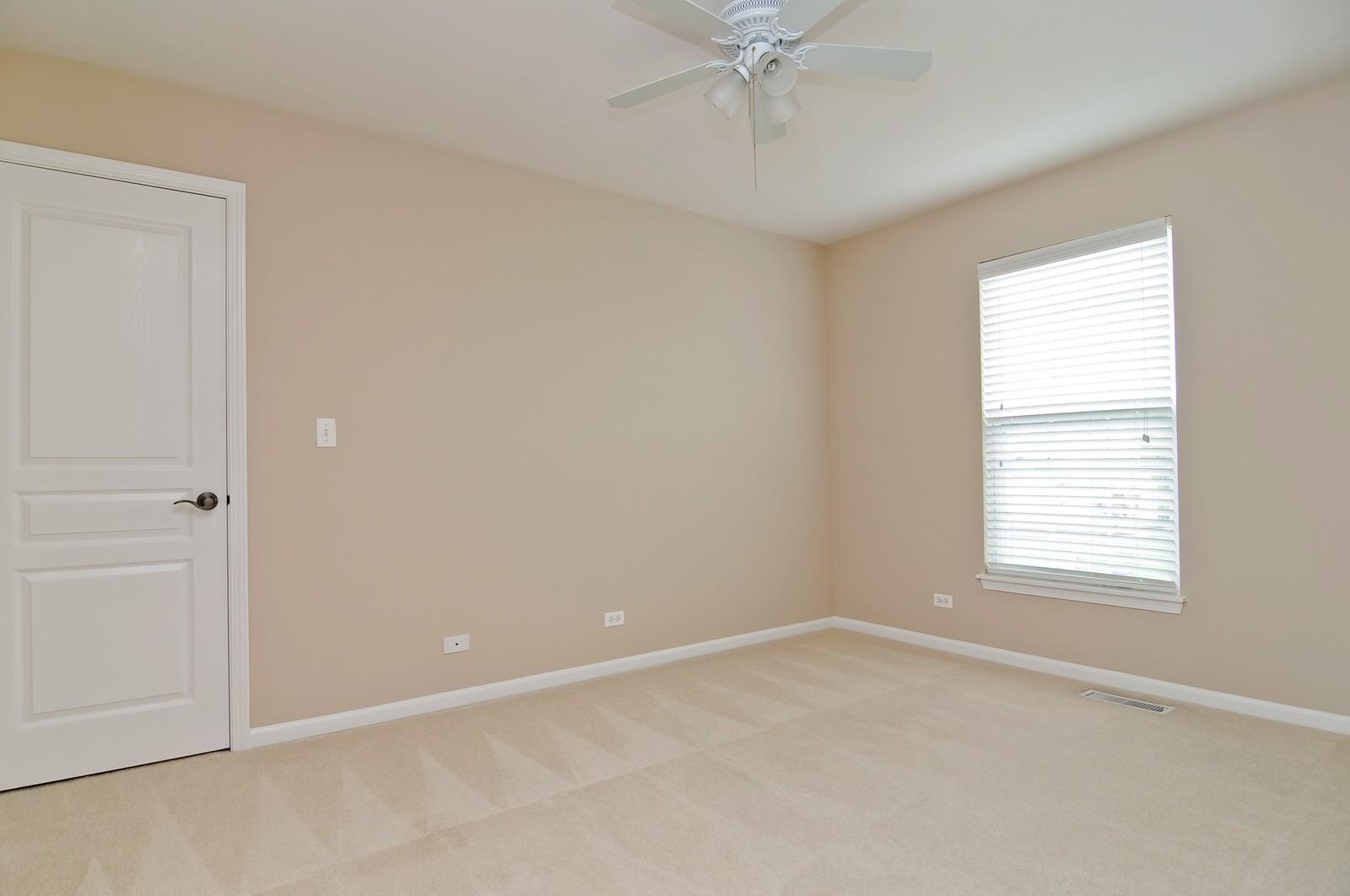 Real Estate Photography - 1580 McClellan Dr., Lindenhurst, IL, 60046 - 2nd Bedroom
