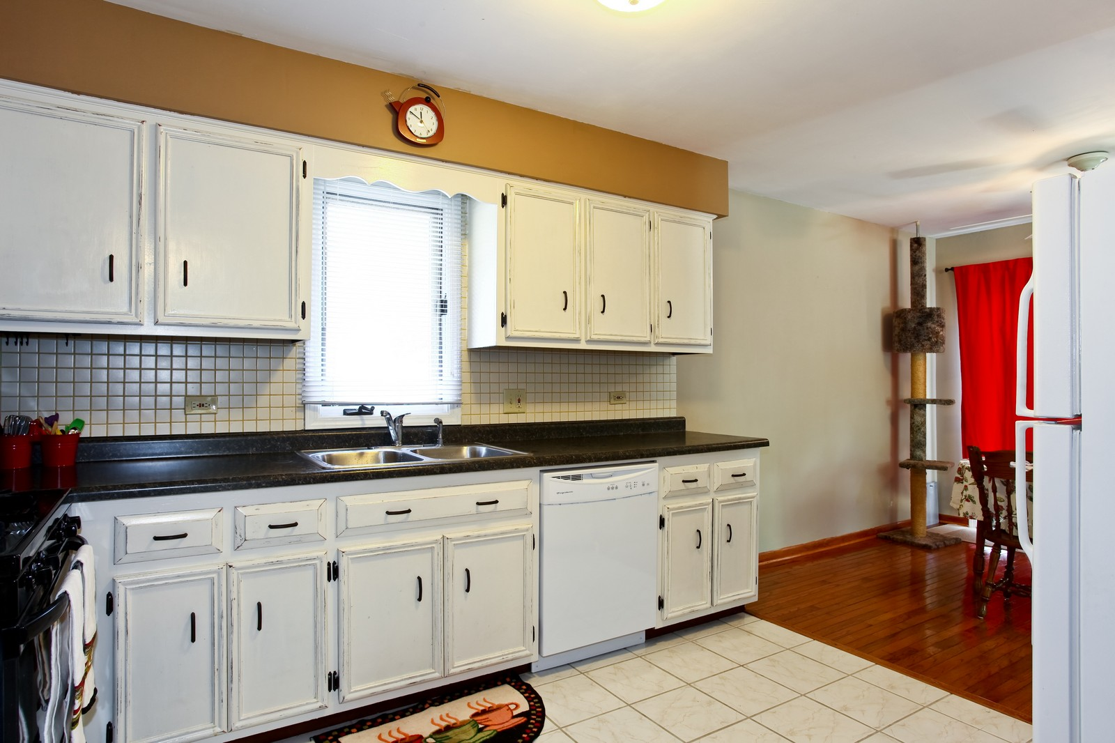 Real Estate Photography - 26W464 Cooley, Winfield, IL, 60190 - Kitchen