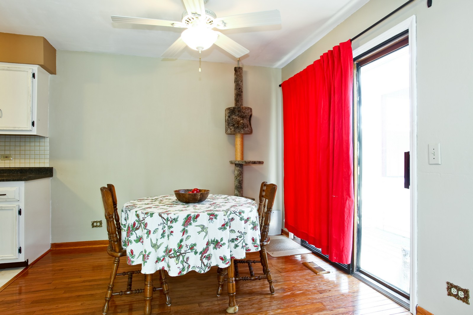 Real Estate Photography - 26W464 Cooley, Winfield, IL, 60190 - Dining Room