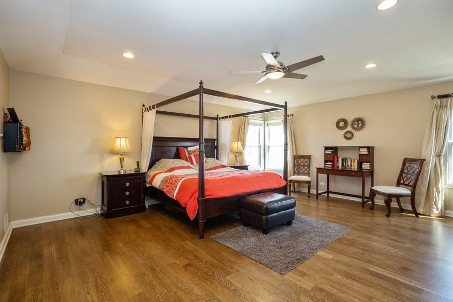 Real Estate Photography - 449 Birmingham Ln, Schaumburg, IL, 60193 - Master Bathroom