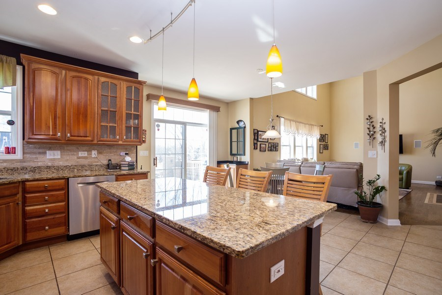 Real Estate Photography - 449 Birmingham Ln, Schaumburg, IL, 60193 - Kitchen