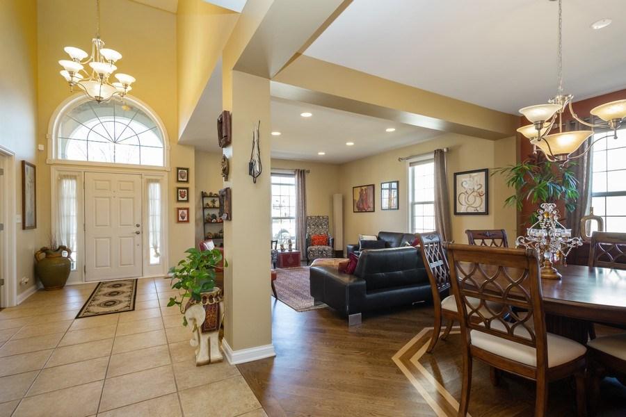 Real Estate Photography - 449 Birmingham Ln, Schaumburg, IL, 60193 - Foyer