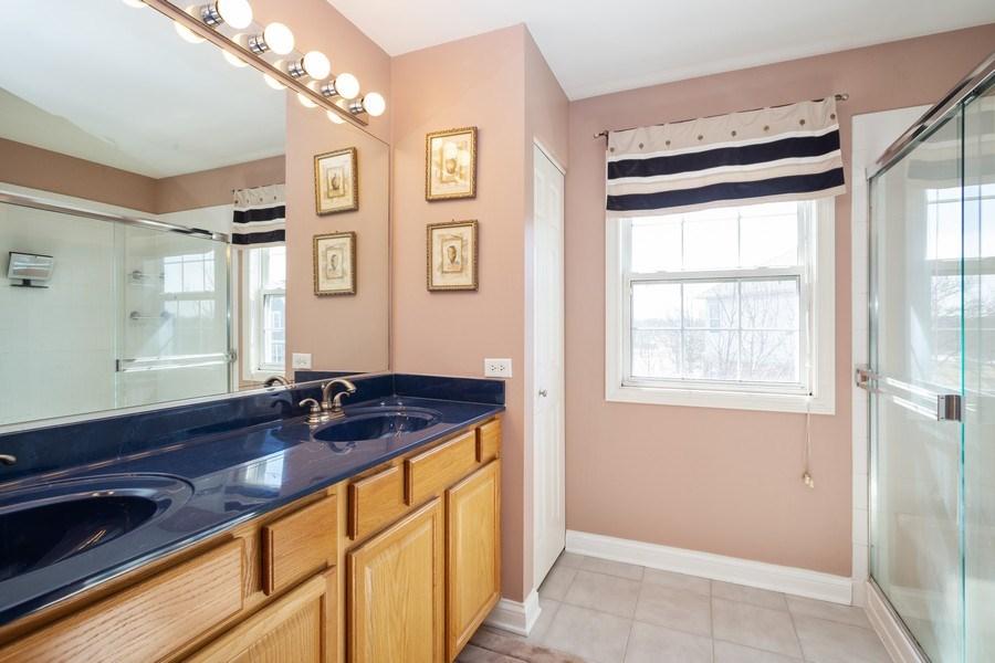Real Estate Photography - 449 Birmingham Ln, Schaumburg, IL, 60193 - Bathroom
