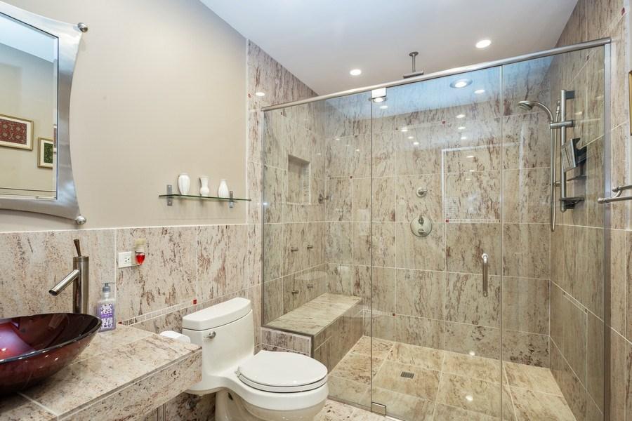 Real Estate Photography - 449 Birmingham Ln, Schaumburg, IL, 60193 - 2nd Bathroom