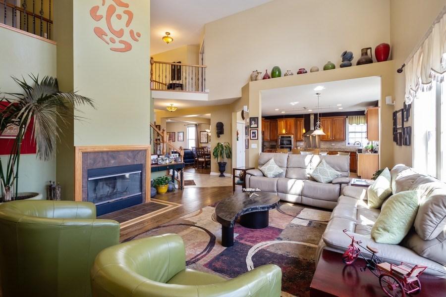 Real Estate Photography - 449 Birmingham Ln, Schaumburg, IL, 60193 - Family Room / Kitchen