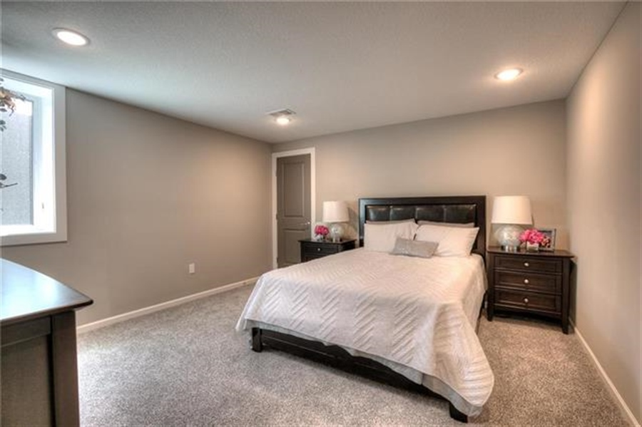 Real Estate Photography - 5945 N Cosby Ave, Kansas City, MO, 64151 - Location 28