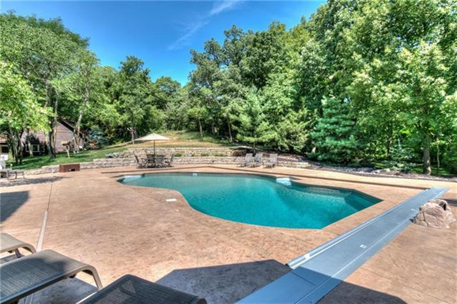 Real Estate Photography - 11777 NW Crooked Rd, Kansas City, MO, 64152 -