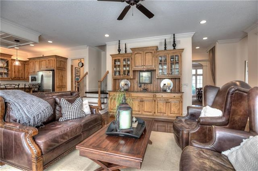 Real Estate Photography - 11705 Bally More Ct, Parkville, MO, 64152 - Location 9