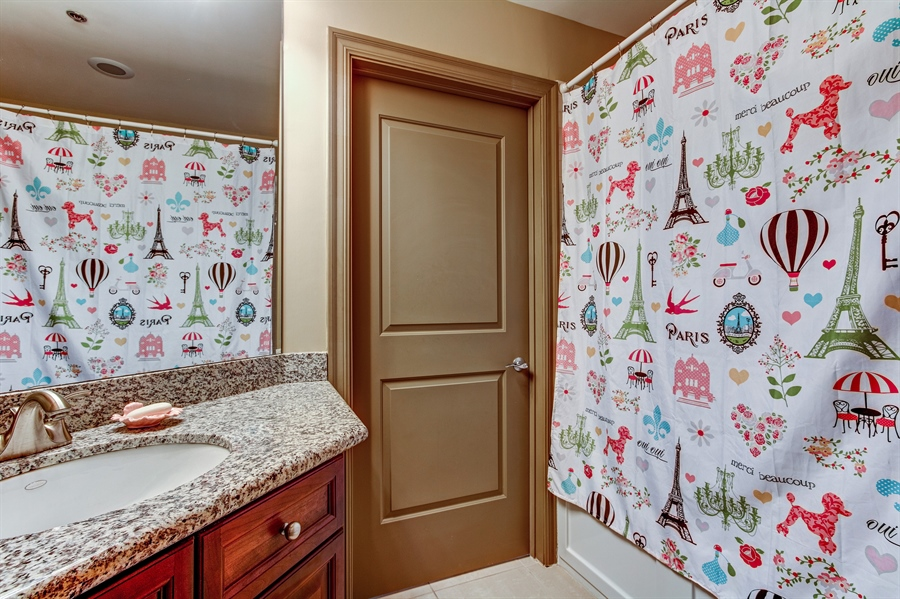 Real Estate Photography - 3800 N. Mulberry, 301, Kansas City, MO, 64116 - Bathroom