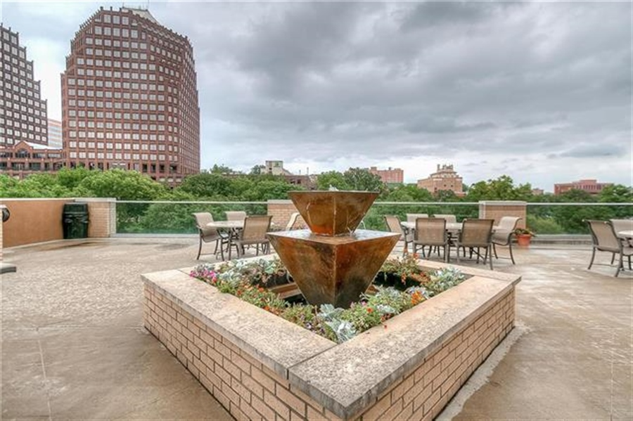 Real Estate Photography - 4545 Wornall Rd, Unit 500-501, Kansas City, MO, 64111 - Location 7