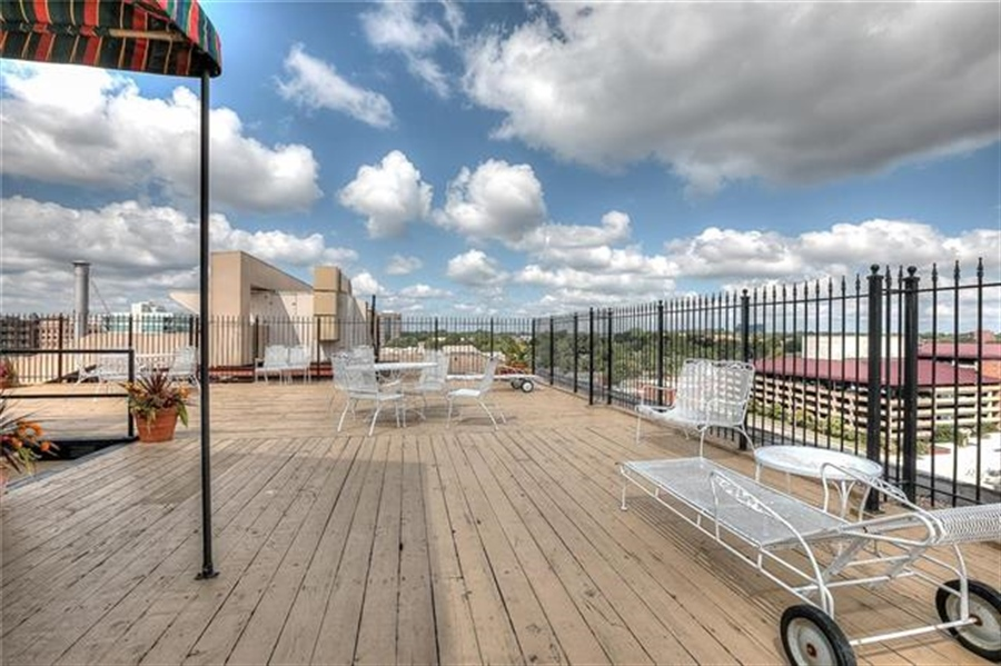 Real Estate Photography - 4545 Wornall Rd, Unit 500-501, Kansas City, MO, 64111 - Location 10