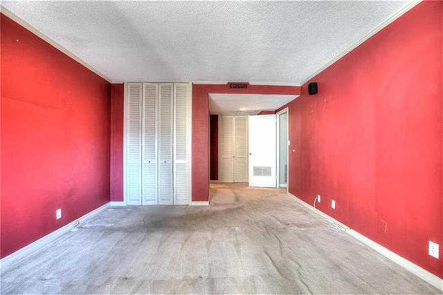 Real Estate Photography - 4545 Wornall Rd, Unit 500-501, Kansas City, MO, 64111 -