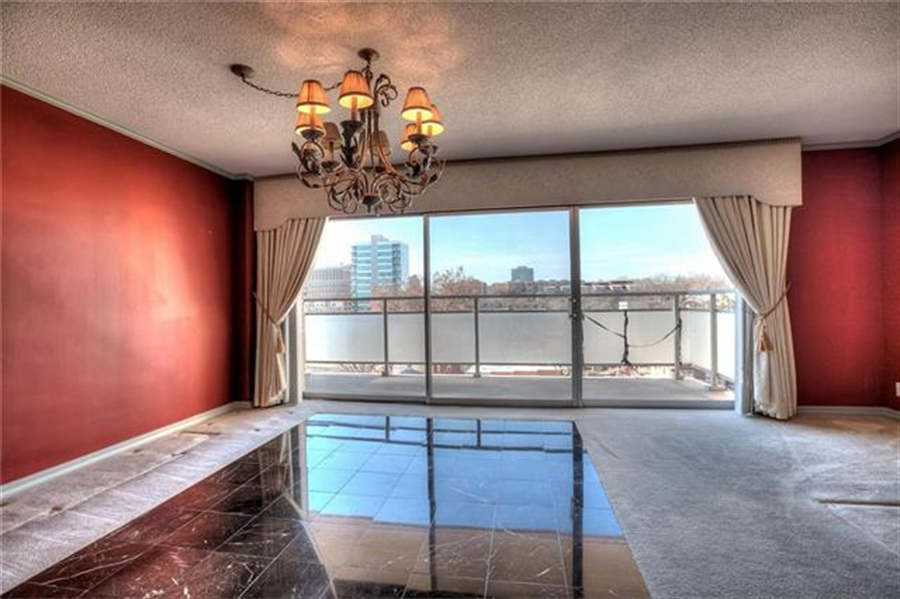 Real Estate Photography - 4545 Wornall Rd, Unit 500-501, Kansas City, MO, 64111 - Location 17