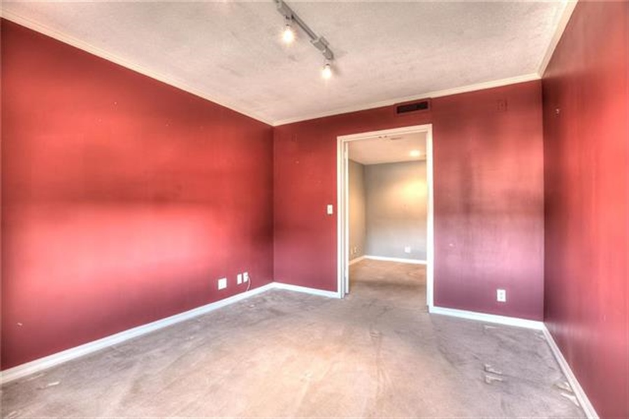 Real Estate Photography - 4545 Wornall Rd, Unit 500-501, Kansas City, MO, 64111 - Location 24