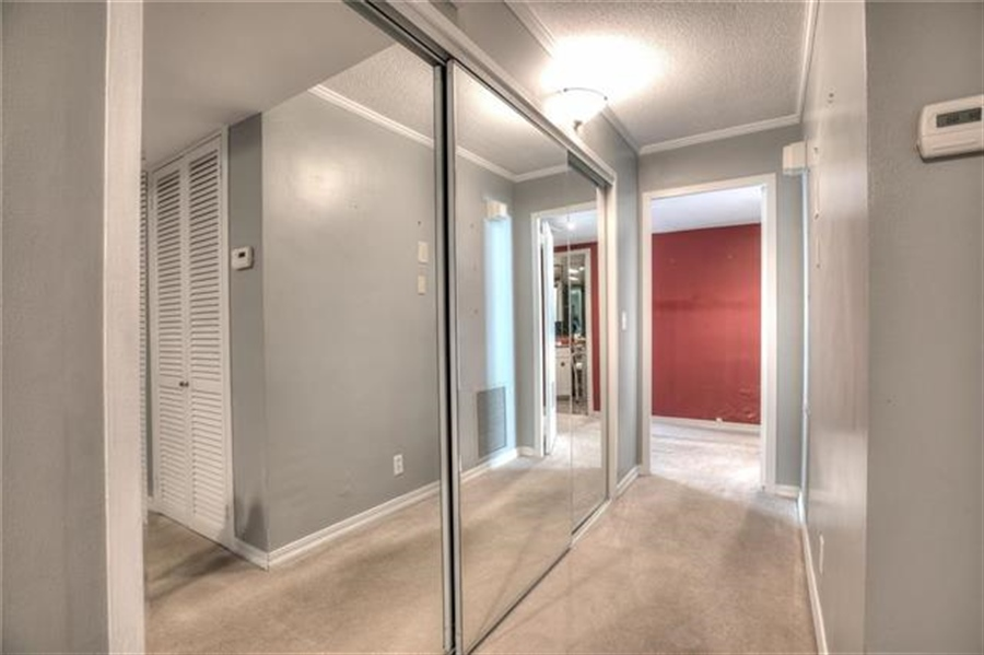 Real Estate Photography - 4545 Wornall Rd, Unit 500-501, Kansas City, MO, 64111 - Location 26