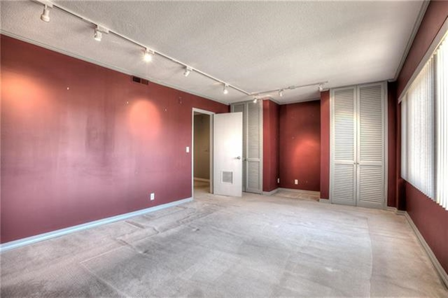Real Estate Photography - 4545 Wornall Rd, Unit 500-501, Kansas City, MO, 64111 - Location 29