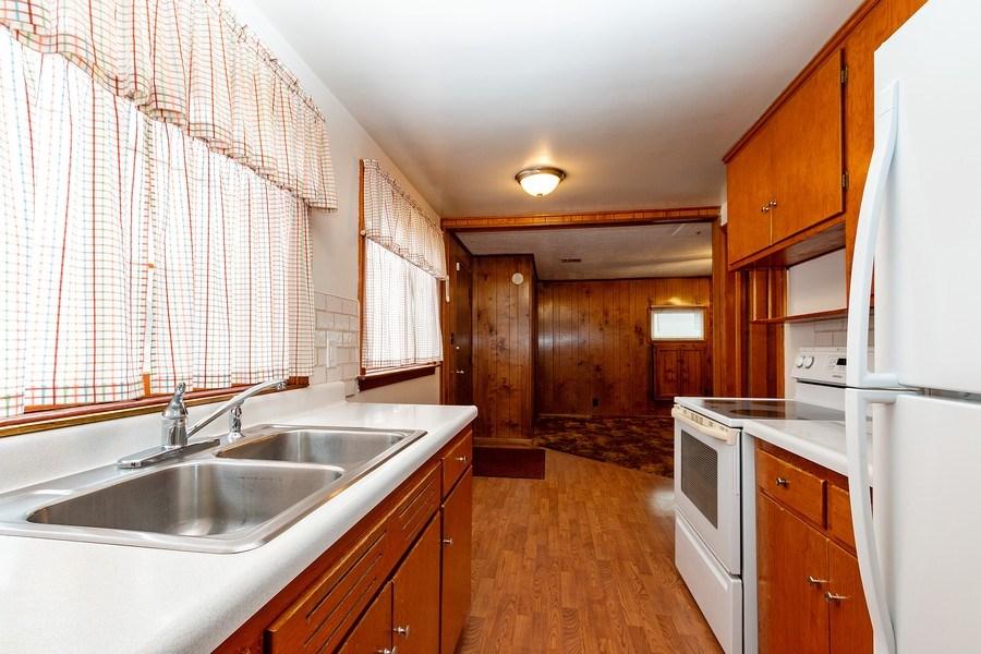 Real Estate Photography - 3714 Shawnee Dr, Kansas City, KS, 66106 - Kitchen