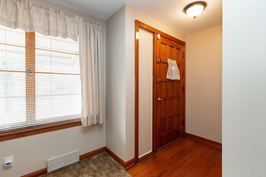 Real Estate Photography - 3714 Shawnee Dr, Kansas City, KS, 66106 - Foyer