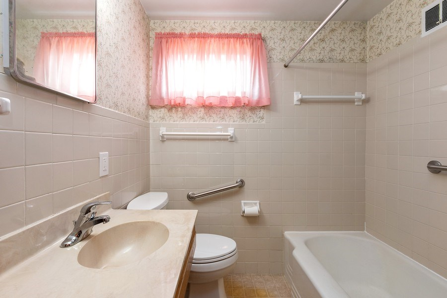 Real Estate Photography - 3714 Shawnee Dr, Kansas City, KS, 66106 - Bathroom