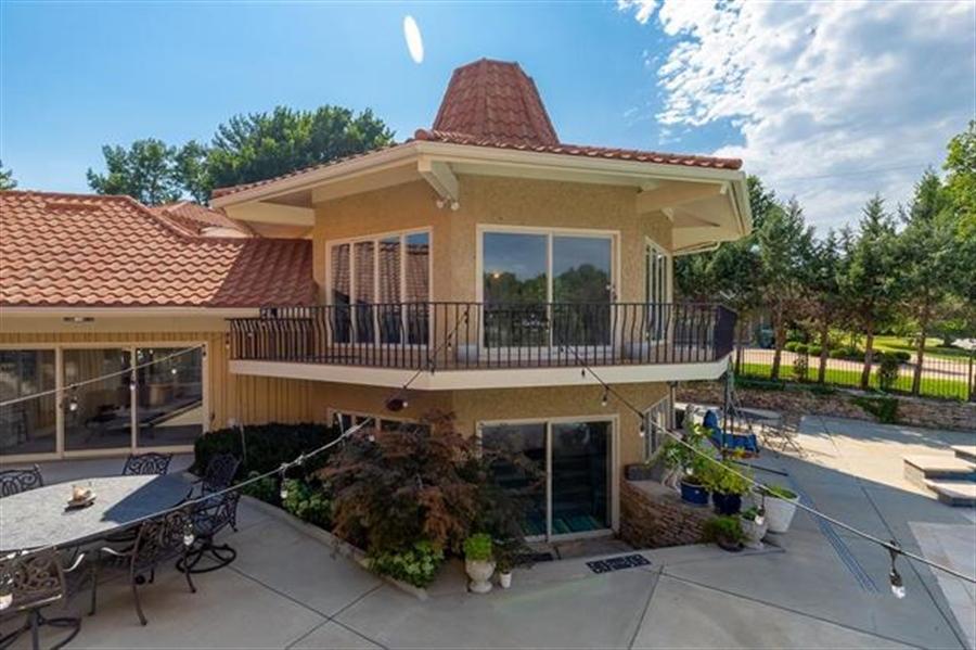 Real Estate Photography - 8700 Alhambra St, Prairie Village, KS, 66207 -