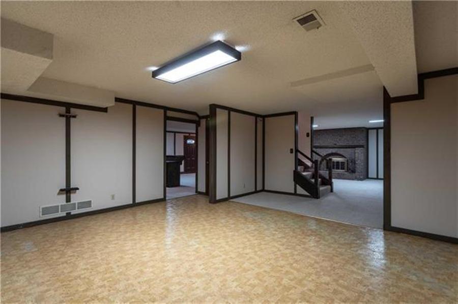 Real Estate Photography - 144 Tiblow Ln, Bonner Springs, KS, 66012 -