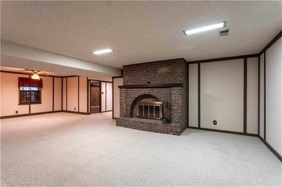 Real Estate Photography - 144 Tiblow Ln, Bonner Springs, KS, 66012 - Location 29